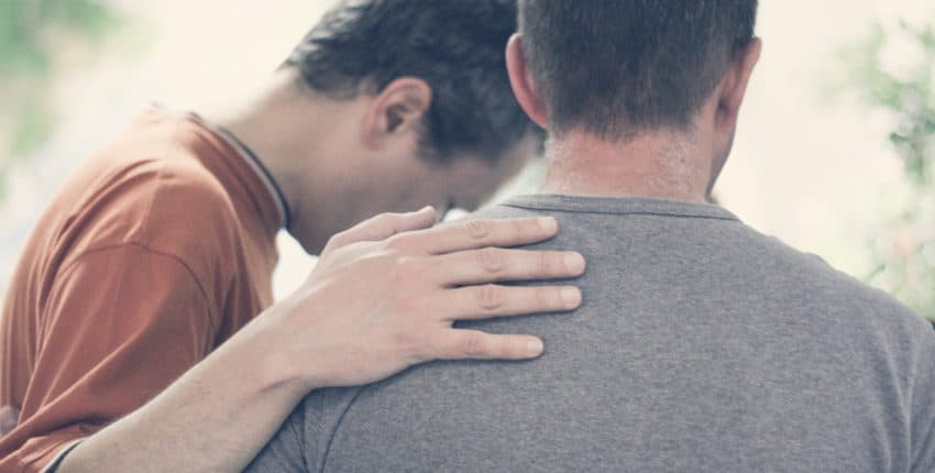 7 manières de prier pour ton pasteur