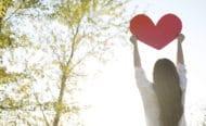 Pourquoi partager l'Évangile c'est plus que simplement dire «Dieu est amour»