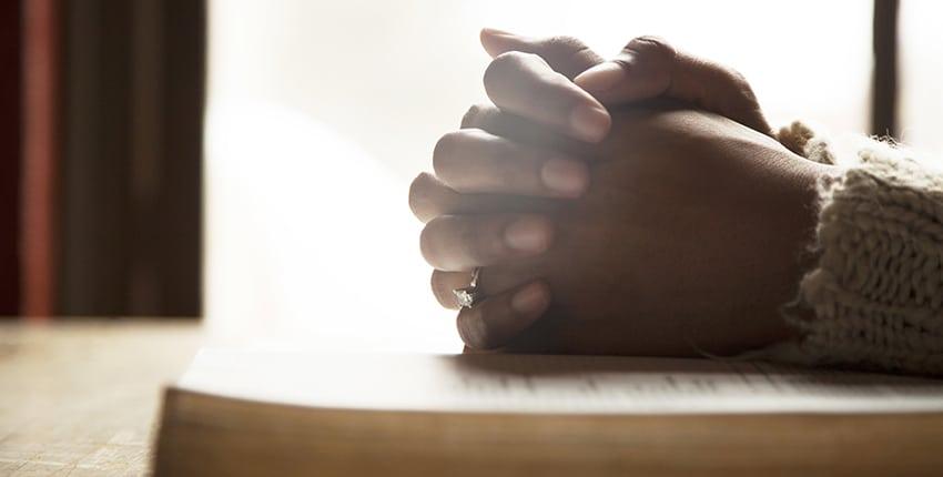 12 façons de prier pour nous-mêmes au quotidien