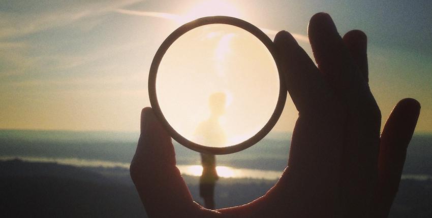 Apprends à te regarder comme Dieu te voit