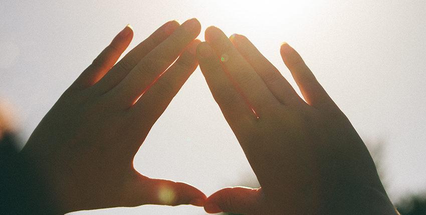 Quels sont les rôles, dans le salut, des trois personnes de la trinité ?