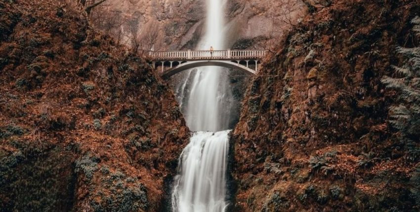 Que tes pleurs se transforment en un fleuve qui brise tes barrières
